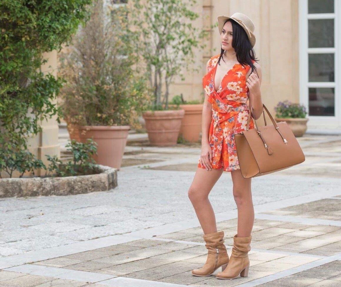 Moda a bordo piscina_le borse di Daniela Zelli_Quartararo Calzature e accessori