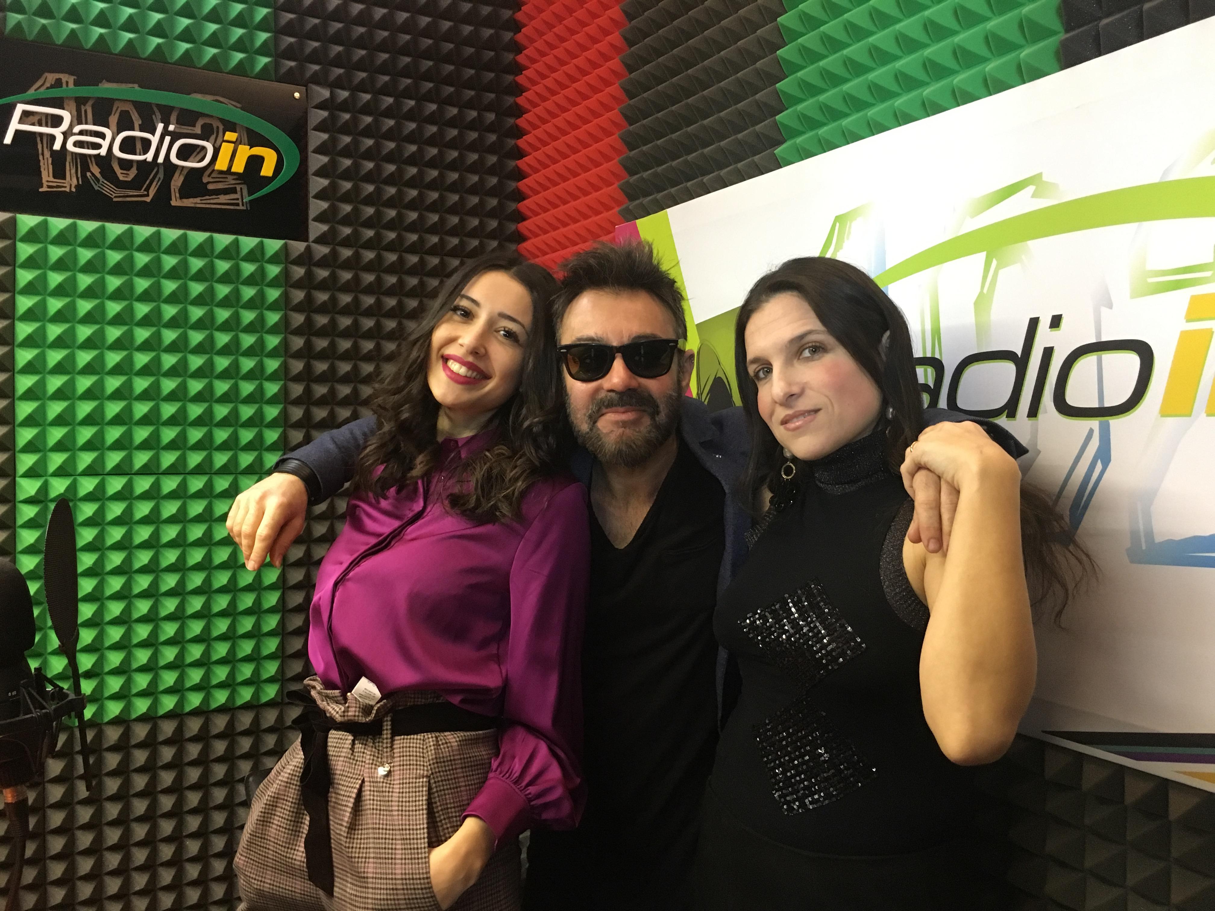 Sara Priolo e Milvia Averna con il cantante Riccardo Simoncelli